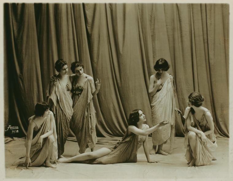 Isadora Duncan in una foto attorno a 1917, foto Studio Apeda